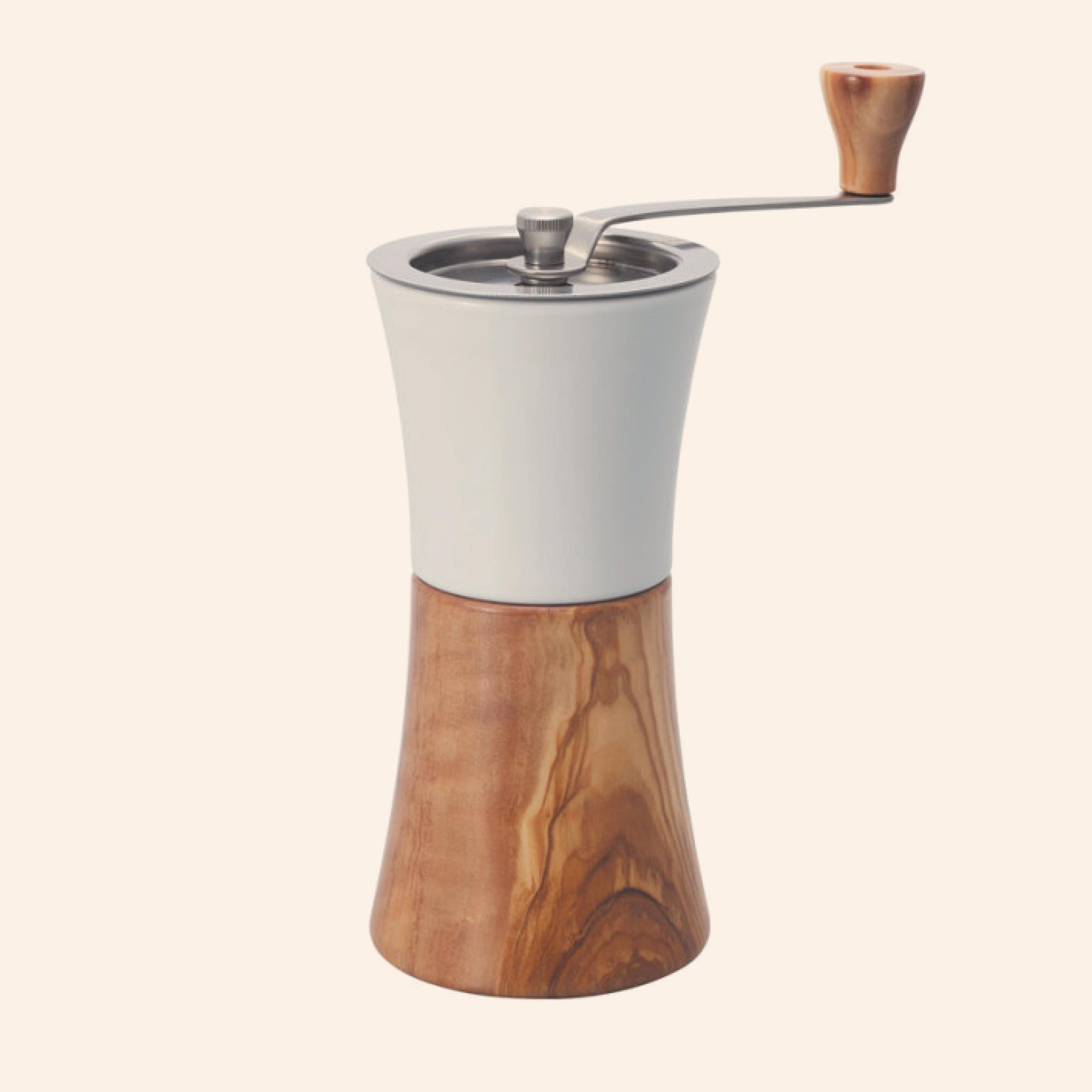 Hario Koffiemolen In Porselein Met Olijfhout